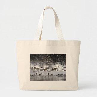 La bolsa de asas de los gansos de la orilla