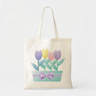 La bolsa de asas de los tulipanes de la primavera