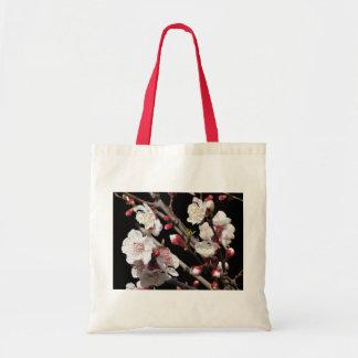 La bolsa de asas del flor del albaricoque de la pr