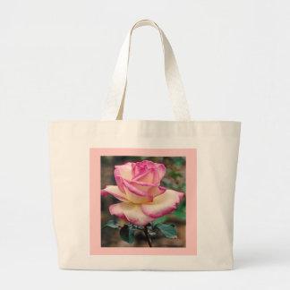 La bolsa de asas del rosa de té