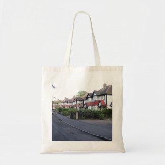La bolsa de asas inglesa suburbana de la calle