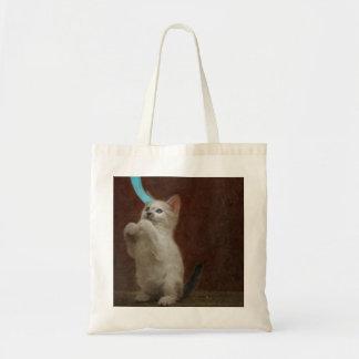 La bolsa de asas linda del presupuesto de Kittie