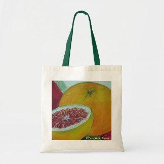 La bolsa de asas roja del pomelo con las manijas