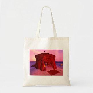 La bolsa de asas roja del presupuesto de la tienda