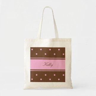 La bolsa de asas rosada conocida de la dama de hon