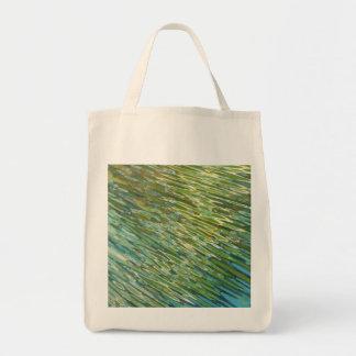 La bolsa de asas verde de las corrientes de