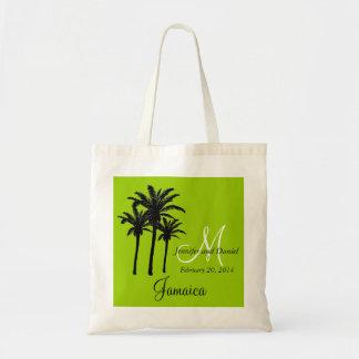 La bolsa de asas verde del boda de playa con las p