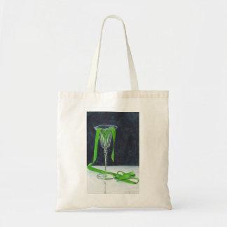 La bolsa de asas verde del derramamiento