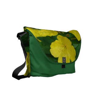 La bolsa de mensajero amarilla de la primavera bolsa messenger