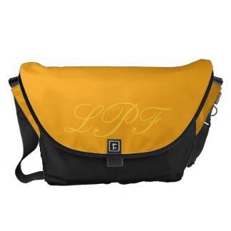 La bolsa de mensajero anaranjada del carrito del m bolsa de mensajería