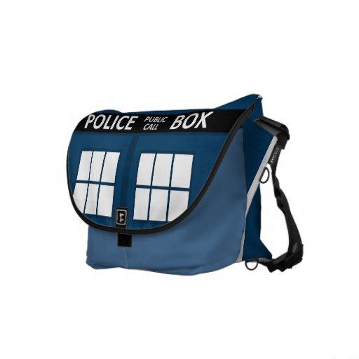 La bolsa de mensajero azul del medio de la caja de bolsas de mensajeria