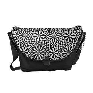 La bolsa de mensajero blanca negra del caleidoscop bolsas de mensajería