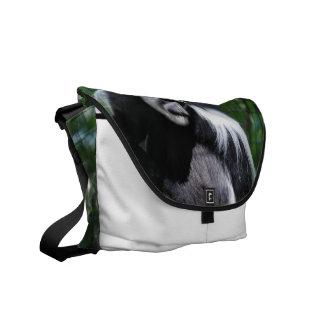 La bolsa de mensajero blanco y negro del mono bolsa de mensajeria