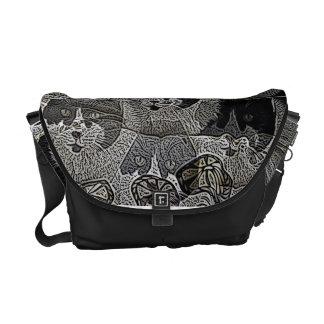 La bolsa de mensajero blanco y negro única del dis bolsas de mensajeria