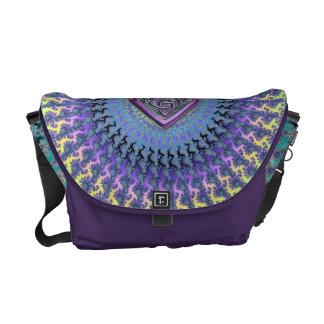 La bolsa de mensajero céltica violeta del espiral bolsa de mensajería