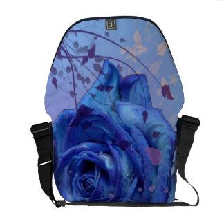 La bolsa de mensajero color de rosa azul del carri bolsas de mensajería
