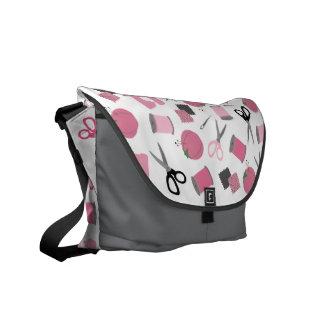 La bolsa de mensajero de costura del tema bolsas de mensajeria