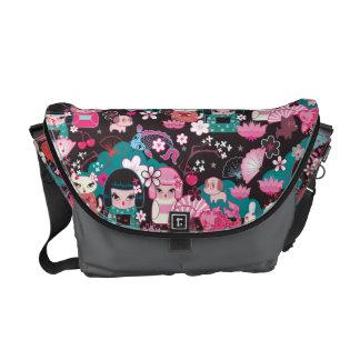 La bolsa de mensajero de Cuties Kawaii del kimono  Bolsas Messenger