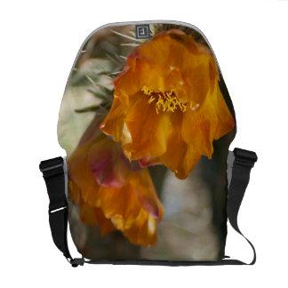 La bolsa de mensajero de los flores del cactus de  bolsas de mensajería