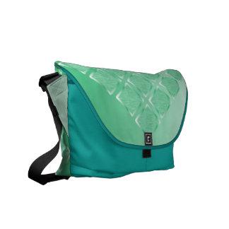 La bolsa de mensajero de seda del brocado en agua  bolsas de mensajería