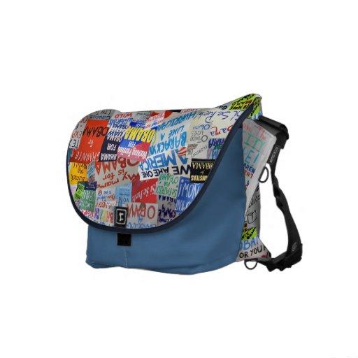 La bolsa de mensajero del collage de la muestra de bolsas de mensajeria