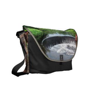 La bolsa de mensajero del ~ de la presa de la bolsas de mensajería