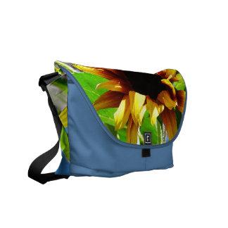 La bolsa de mensajero del girasol de la melena del bolsas messenger