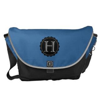La bolsa de mensajero del monograma, negra y azul bolsas de mensajería