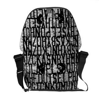 La bolsa de mensajero del negro del rasguño de la  bolsa de mensajería
