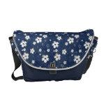 La bolsa de mensajero floral azul descolorada bolsas de mensajeria