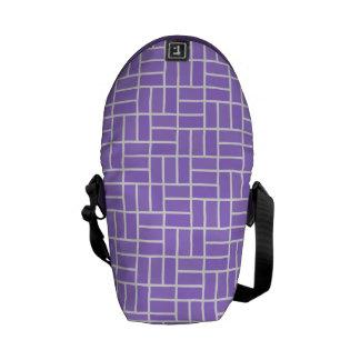 La bolsa de mensajero geométrica del modelo bolsa messenger