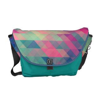 La bolsa de mensajero geométrica retra del modelo  bolsas messenger