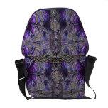 La bolsa de mensajero gótica púrpura con símbolos  bolsa de mensajería