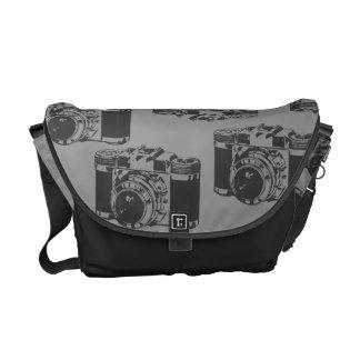 La bolsa de mensajero gris del carrito del negro d bolsas de mensajería