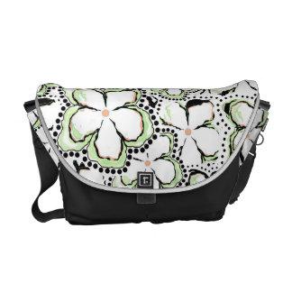 La bolsa de mensajero media floral negra/blanca bolsas de mensajería
