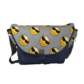 La bolsa de mensajero media sonriente fresca bolsa messenger