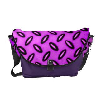 La bolsa de mensajero modelada magenta del carrito bolsa de mensajeria