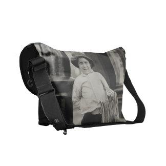 La bolsa de mensajero negra del carrito - vendedor bolsa de mensajeria