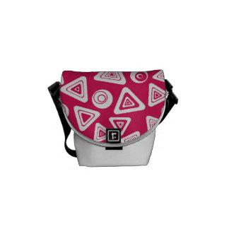La bolsa de mensajero retra rosada enrrollada de l bolsas de mensajeria