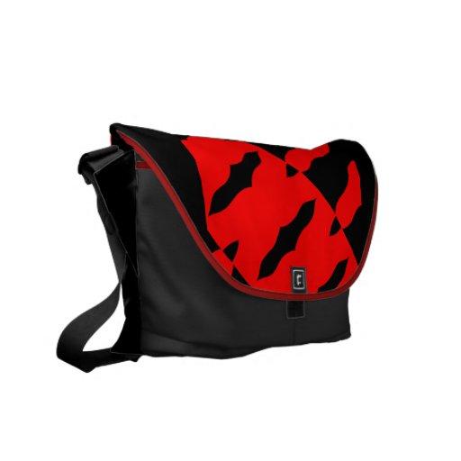 La bolsa de mensajero roja y negra del extracto ce bolsa de mensajeria