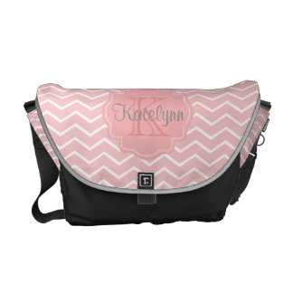 La bolsa de mensajero rosada de la bolsa de bolsas de mensajería