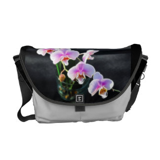 La bolsa de mensajero rosada de las orquídeas bolsas de mensajería