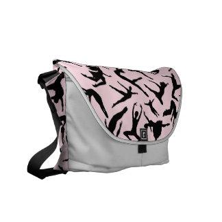 La bolsa de mensajero rosada de los bailarines bolsas de mensajería