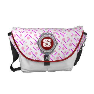 La bolsa de mensajero rosada de rubíes real del bolsas de mensajería