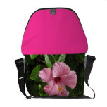 La bolsa de mensajero rosada del hibisco bolsa de mensajería