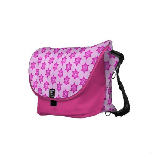 La bolsa de mensajero rosada enrrollada linda del  bolsa de mensajería