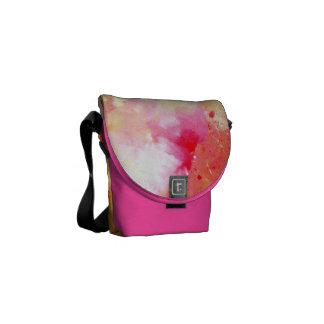 La bolsa de mensajero rosada y anaranjada bolsa de mensajería