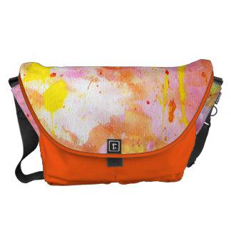 La bolsa de mensajero rosada y anaranjada bolsa de mensajeria