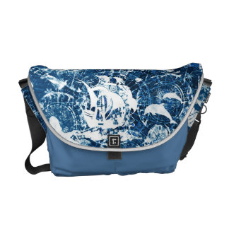 La bolsa de mensajero sucia azul del modelo del bolsas de mensajería