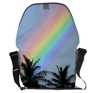 La bolsa de mensajero tropical del arco iris bolsas messenger